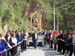 Momento della processione della Madonna Catena