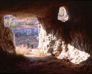 Pantalica, interno di una tomba