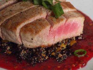 Bistecca di tonno alla salsa di fichi d'India