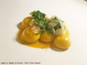 CAROTA E SCAMPI Gnocchi di carota, burro di scampi, finger lime, tartare di scampi e scarola