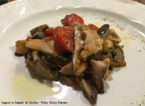 Funghi in umido con cipollotti, zucchine e pomodorini