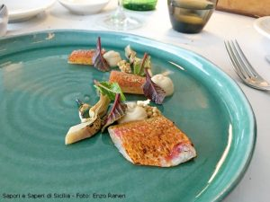 Triglia scottata, castagne, carciofi alla brace senape e barbabietola