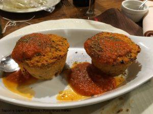 Tortino di panecotto su vellutata di pomodoro e origano