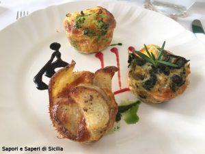 Tortini dell'orto con salsa di Olive Nera Minuta alla brace, datterino al forno e basilico