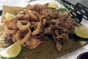 Frittura di calamari e scoppularicchi (calamaretti)