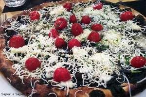 Pizza al nero di seppie